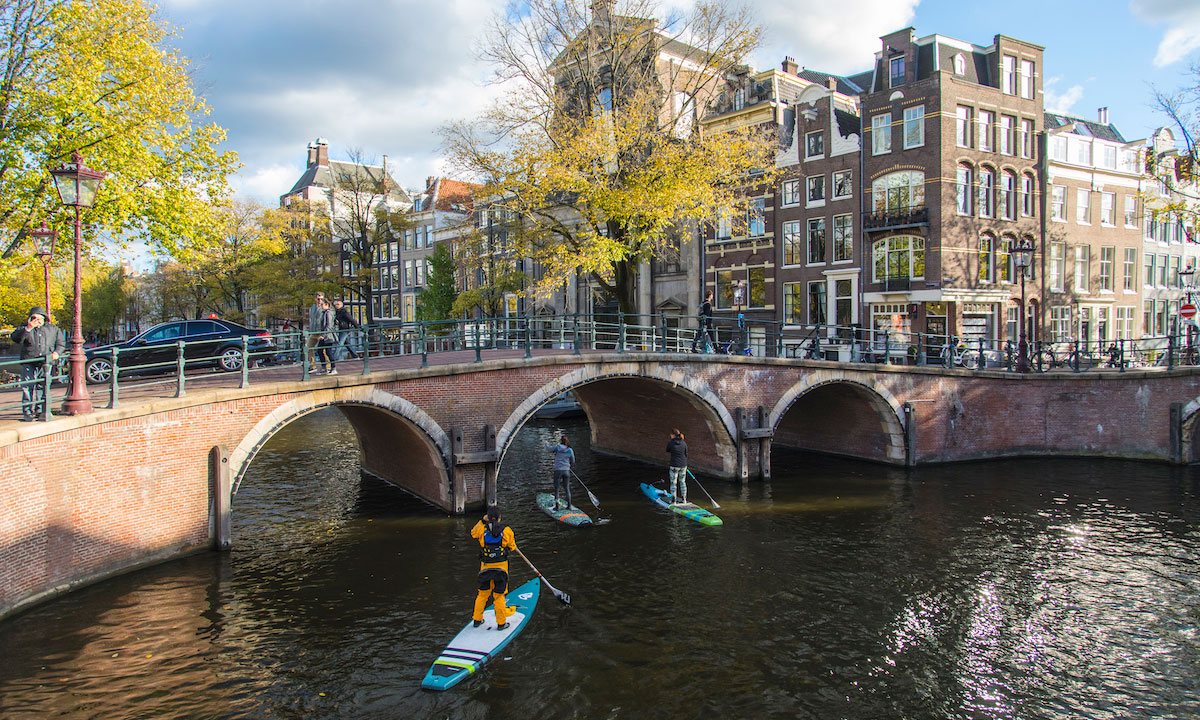 paddleboarding amsterdam bridges 1