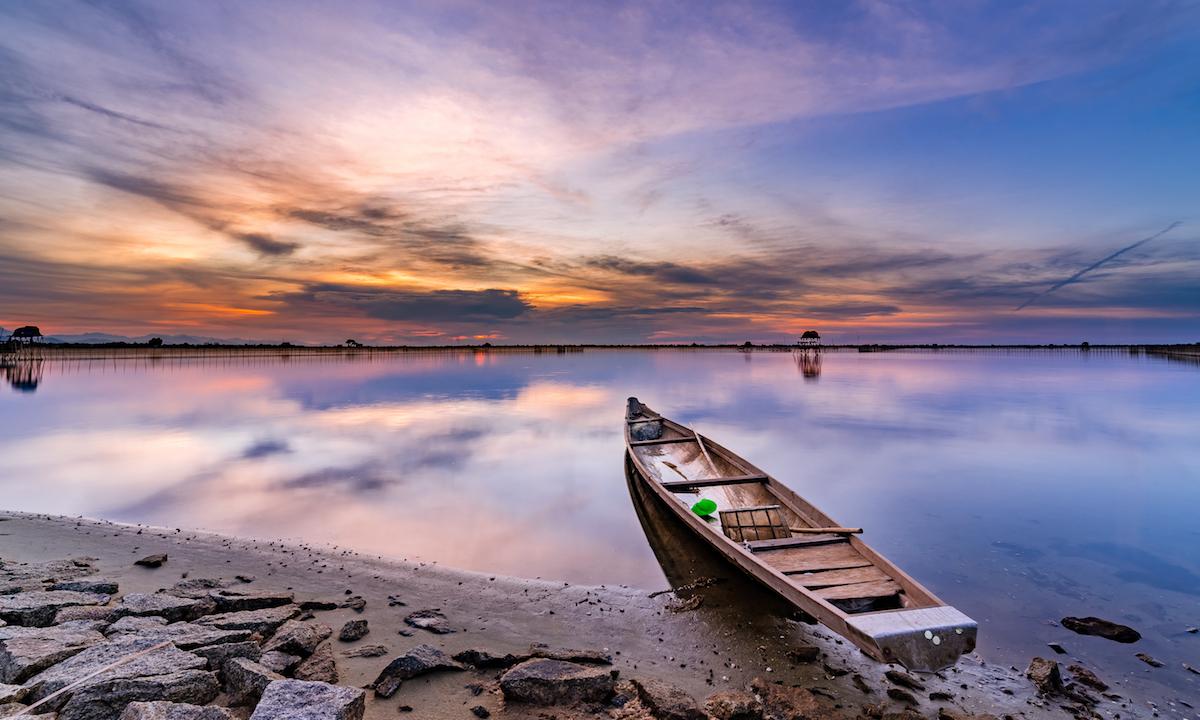 paddle boarding tam giang lagoon vietnam 3