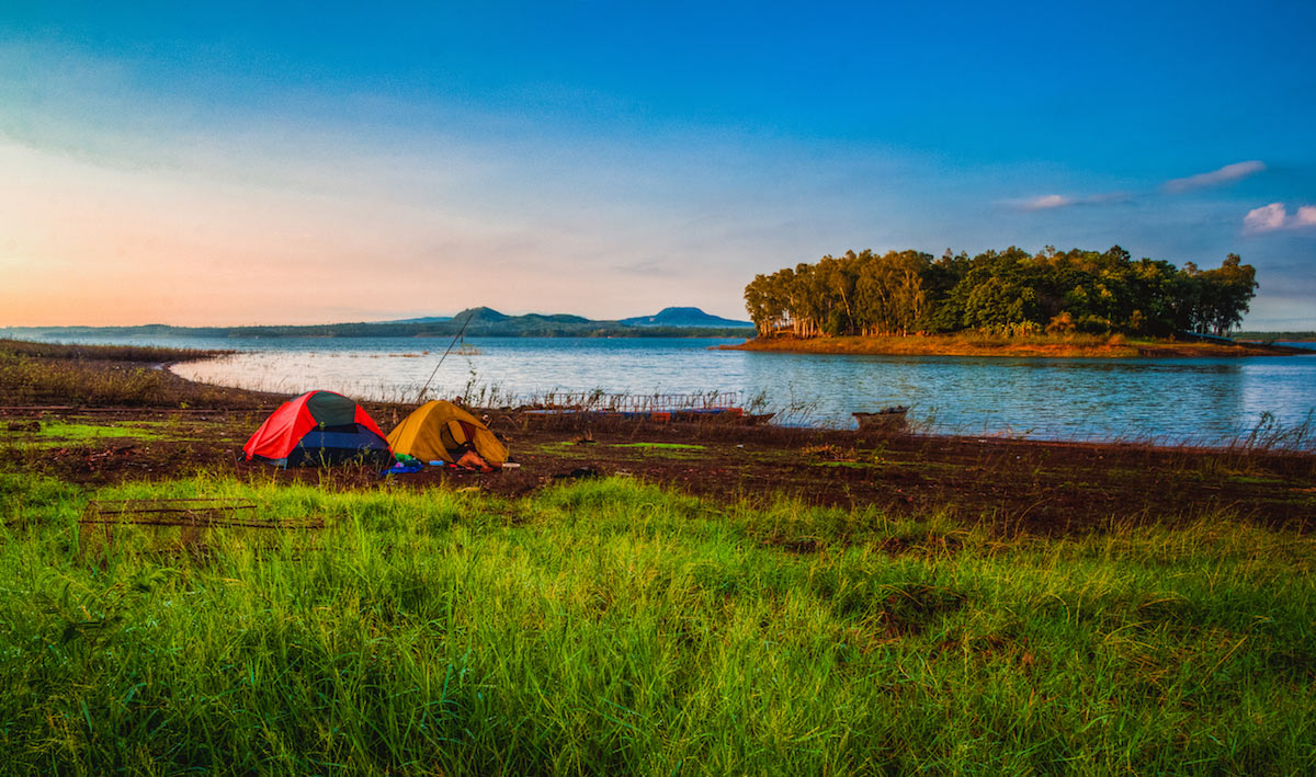 paddle boarding vietnam tri an lake 1