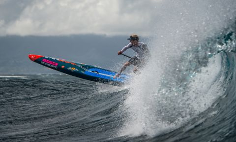 Connor Baxter racing in the waves. | Photo Courtesy: APP World Tour