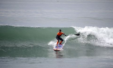 Jonas Letieri SUP surfing in California.
