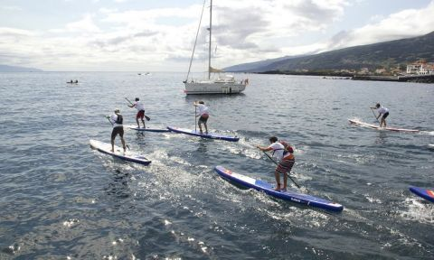 For the second consecutive year stand up paddle athletes crossed the channel between the islands of Pico and São Jorge.