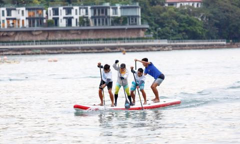 Team Hong Kong working hard in the race. | Photo: Red Paddle Co.