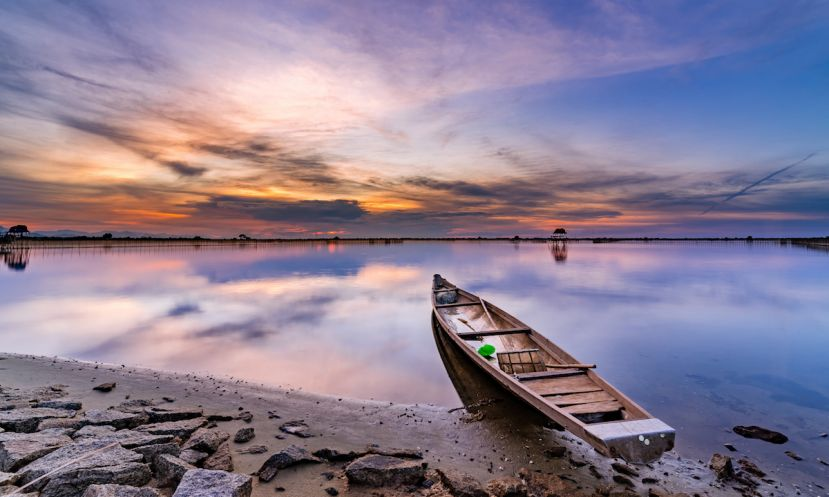 Sunset on the stunning Tam Giang Lagoon in Vietnam. | Photo: Shutterstock