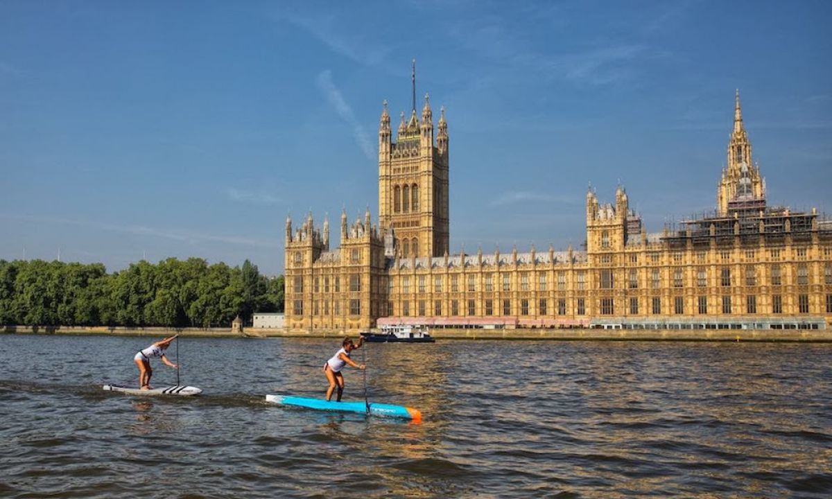 Yuka Sato leading the way on the Thames. | Photo Courtesy: APP World Tour