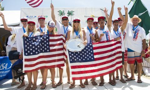 Team USA celebrating on the podium after winning the World Team Champion Trophy and Gold Medal. USA's six individual Gold Medals were enough to dethrone the reigning champions Australia. | Photo: ISA/Ben Reed