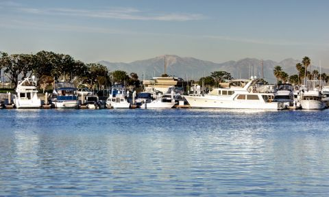 A view of Mt. Baldy from the Huntington Harbour. | Photo: Shutterstock.com