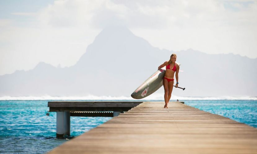 World #1 Annabel Anderson signs with Air Tahiti Nui. | Photo: Ben Thouard