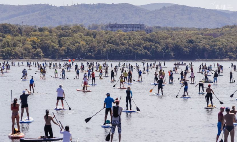 Paddlers head to the waters in Vladivostok, Russia to set SUP parade world record | Photo courtesy: Iakov Ulkin