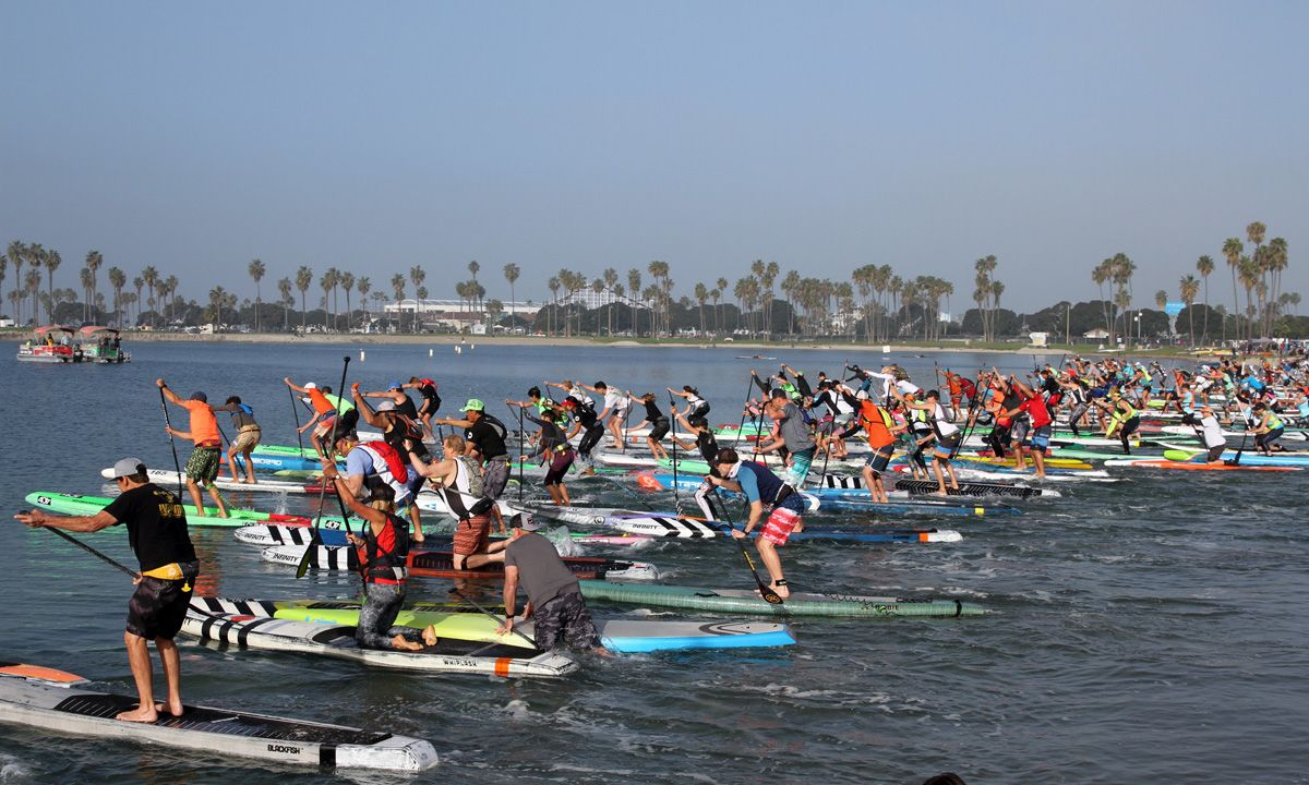 Hundreds of paddlers at the race start. | Photo: Supconnect