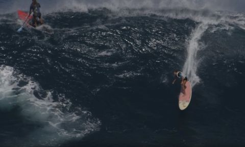 Nicole Pacelli Charges Peahi On A SUP