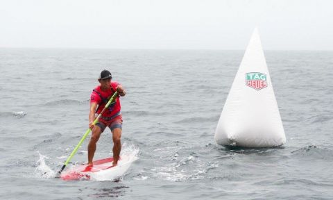 Kenny Kaneko on his way to the win at the 2016 Hong Kong SUP Championships. | Photo via: Kenny Kaneko
