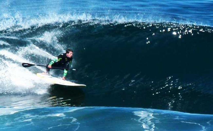 Arnaud going for the cover up with paddle in tote and ready to score. All Photos Courtesy: Standuplatino.com