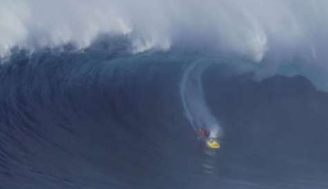 Kai Lenny Gets Monster Barrel At Jaws